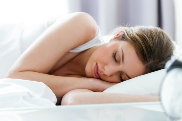 睡眠をしっかりとっている女性