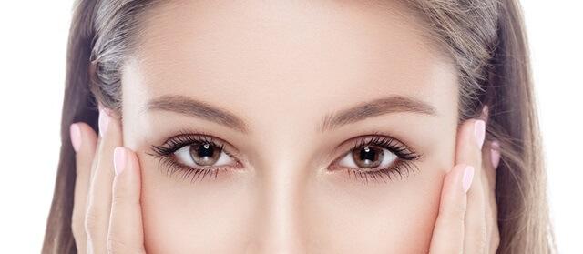 目が大きい女性